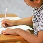 小学生数、2年後に1万人減  統廃合や教師雇用数を憂慮