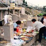 お供えに5Gスマホの模型 イマドキの香港清明節事情
