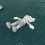 KAWS巨大人形 強風で展示を短縮