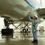 大学以外の道模索する若者 航空整備士への夢見つける
